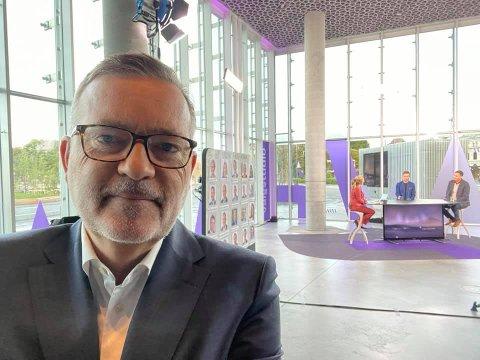 Onsdag før valget inviterte TV 2s redaksjon den tidligere statssekretæren og nå profilerte kommunikasjonsmannen Jan-Erik Larsen fra Kristiansund, til sitt valgstudio. Hans analyse har falt mange tungt for brystet.