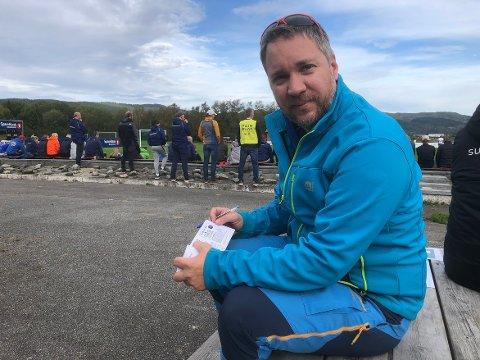 TURLOTTERI: Bjørnar Strand i fotballgruppa i Surnadal lokker med tur til Liverpool som hovedpremie i turlotteriet til inntekt for drift av barne- og ungdomsavdelingen i gruppa.