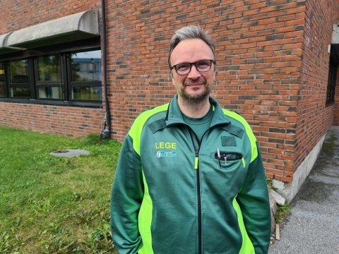 Kommuneoverlege Askill Sandvik forteller at det er rundt 90 koronatester bestilt til i dag, lørdag.