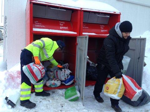 HVER UKE: Ukentlig tømmes Fretex-konteinerne i Tønsberg, der både sko, klær, håndklær, sengetøy, dyner, puter, gardiner og andre tekstiler kan leveres. Dette er dunkene i Farmannsveien.