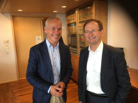 SISTE OPPGAVE: En av de siste oppgavene for avtroppende fylkesmann Erling Lae ble å levere sin  til kommunal- og moderniseringsminister Jan Tore Sanner (H) om fremtidens kommunestruktur i Vestfold.