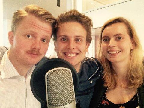MORSOM SAMTALE: Bjørnar Bekkevard og Jakob Semb Aasmundsen fikk besøk av journalist Eveline Røsholt i sommerens første podcast.