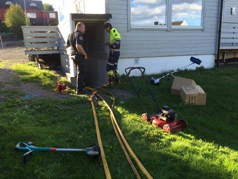 KJELLEREN FULL: Her måtte brannvesenet til med pumpeutstyr etter at hovedvannledningen gikk i stykker.