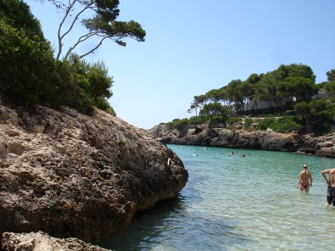 TIL SPANIA: Spania og Mallorca (bildet) er blant de mest populære feriemålene til nordmenn i år, ifølge reiseselskapene. (Foto: By Ggoere (Own work) [Public domain], via Wikimedia Commons)