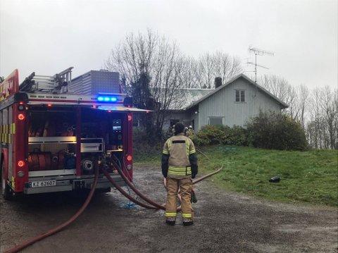 BRANN: Brannvesenet rykket ut for å slukke brann i et ubebodd hus.
