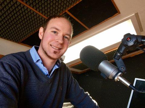 I VEKST: – Dette er superpositivt og veldig gøy. Det er derfor vi lager radio – for at folk skal høre på det, sier programsjef Kenneth Berg i Radio Tønsberg.