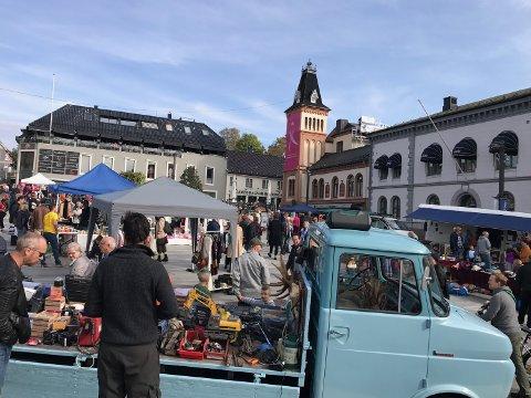 SISTE SJANSEN: Lørdag er det duket for årets siste gjenbruksmarked på Torvet i Tønsberg.