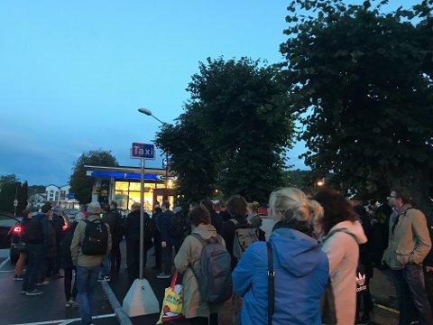 TOGKAOS: Slik så det ut på Sandefjord stasjon tirsdag morgen.