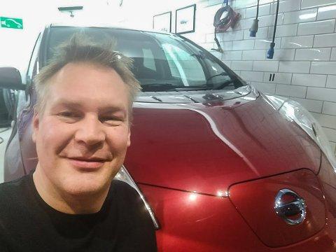 I GARASJEN: – Det var denne bilen som skulle ha vært på Strømmen 6. oktober. Men da stor den her hjemme i garasjen, sier Arne Magnus Berge.
