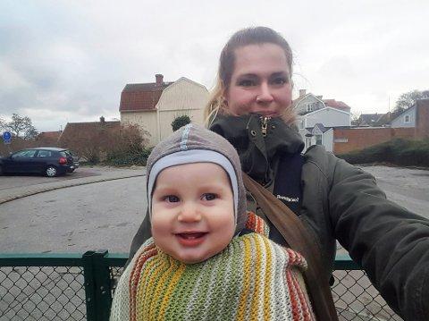 FORNØYDE: Her er Mathilde og sønnen Jørn-Edvard på en av sine mange gåturer. Flere før- og etterbilder kan du se lenger ned i saken.