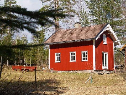 FIRE GENERASJONER: Denne husmansstua lå ute for salg. Foruten en fem-års periode med annen eier, har huset gåt ti arv over fire generasjoner.