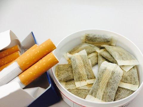 NYE AVSKREKKINGSTILTAK: For å ikke lokke barn og unge til å starte å røyke, skal det innføres standariserte røykpakker og snusbokser.