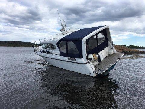 PÅ LAND: Båtføreren hadde uflaks og havnet her.