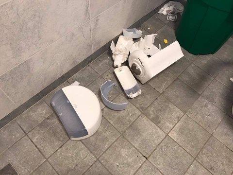 Herverk på toalettanlegget i Melsomvik.