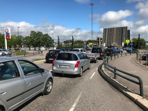 Det er lite biler på veien lørdag formiddag. Dette bildet er tatt på Nøtterøyveien under bruåpningen kl 1105.