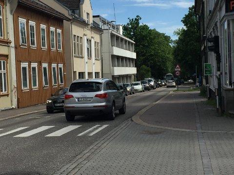 KØKJØRING: I Stoltenbergs gate var det tett trafikk i 15-tiden.