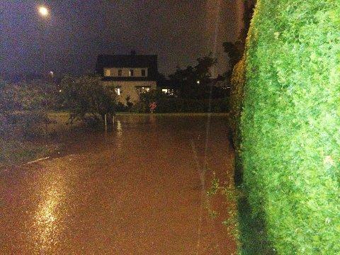 VANN: Kløverveien, eller «Kløvervannet», på Nøtterøy natt til lørdag.