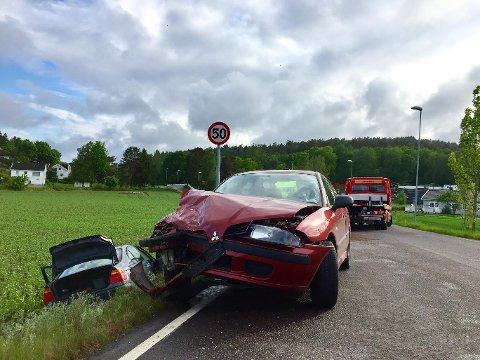 TAUET BORT: Viking måtte hente begge bilene.