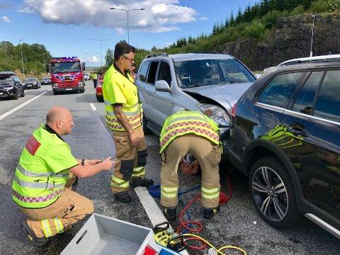 KØ PÅ E18: Det ble kø og saktegående trafikk etter ulykken på E18 søndag.