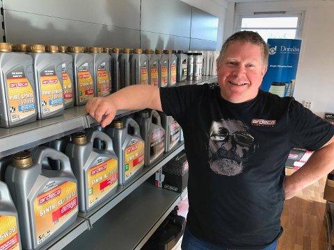 SATSER PÅ SMØRING: Smørepunkt heter «oljebutikken» som Mathias Steen nå etablerer på Kilen.