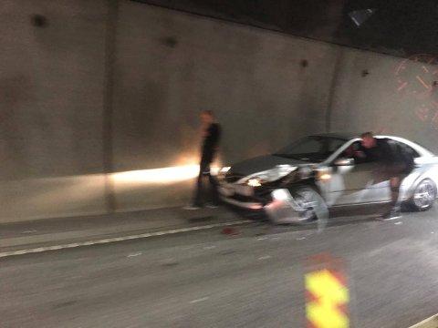 KOLLISJON: To biler skal ha kollidert i Botnetunnelen.