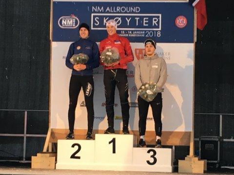 PALLEN: Vetle Stangeland (til venstre) kom på andreplass på 5.000 og 10.000 meter. Her med norgesmester Magnus Haugli på toppen og Kristian Ulekleiv til høyre.