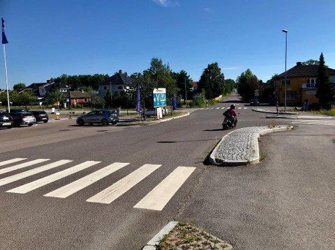 NYTT SYKEHJEM: Rådmannen i Tønsberg anbefaler at et erstatningssykehjem for plasser på Maribu og Marie Treschow blir bygget på Olsrød, i et skogholt til venstre bak i bildet.