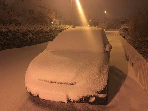 LITT SMÅKAOS? Meteorologiske Institutt varsler om ordentlig varierte kjøreforhold spesielt på tirsdag. Bildet er tatt i mars i år.