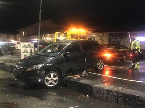 UTFOR: Sjåføren forsøkte å kjøre ned denne kanten på rundt 40 centimeter. Det gikk ikke så bra.