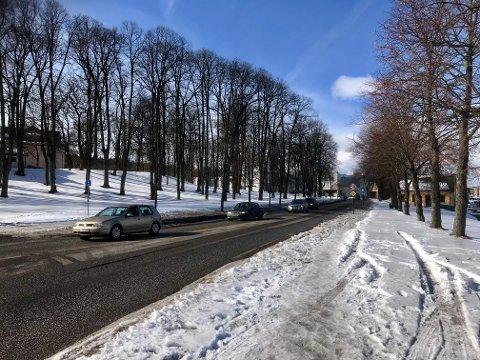 PARK: I Byplanen for Tønsberg sentrum legges det opp til at det skal være sammenhengende park fra Teie hovedgård til Kanalen. Det innebærer at Banebakken må flyttes. I et notat foreslås det at trafikken mot Kaldnes flyttes til en trasé i Cappelens vei på Bryggerijordet.