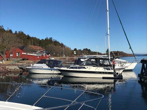 IDYLL: Vestre Bolærne ligger idyllisk til i havgapet. En planlagt bølgebryter skal gjøre det lettere for småbåtfolket.