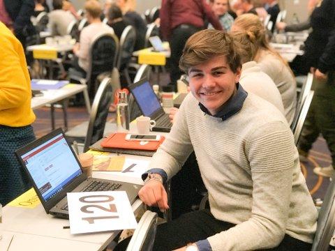 FRAMTIDENS KIRKE: Henrik Wirak Onsrud (17) er veldig fornøyd med å være de unges stemme i Kirkerådet. – Det er vi som er framtidens kirke.