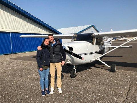 Kristine Wåle og Andreas Miezans forlovet seg i et småfly denne helgen. Kun tre personer var involvert i planleggingen av det spektakulære frieriet.