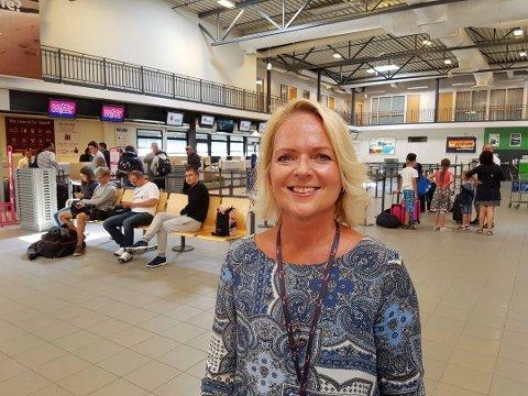 GLEDER SEG: Markeds- og kommunikasjonssjef Tine Kleive-Mathisen er godt fornøyd med trafikkutviklingen på Torp så langt i år, og tror på ny passasjerrekord i 2018.