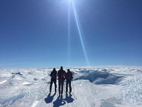 IGANG: Ekspedisjonen bestående av Anders og Jørgen Aukland, Egil Nilsen og Eirik Bruland er nå igang på sin ferd over Grønland.