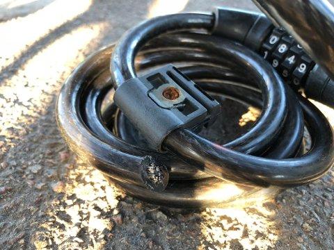 KLIPT RETT AV: Denne låsen måtte gi tapt mot tyver som stjal sykkelen den skulle sikre.
