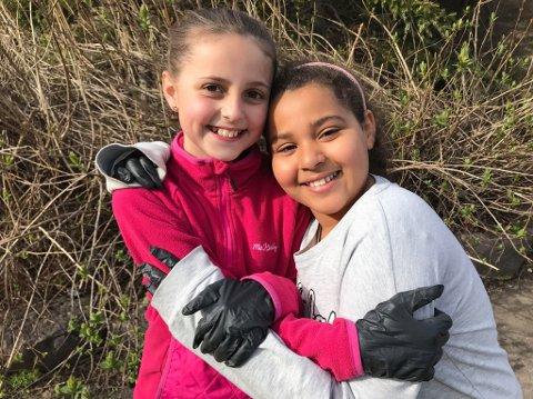 Maren Dyrnæs og Nora Khermoussi er opptatt av å rydde opp i naturen, og oppfordrer alle andre til å bli med på ryddingen.