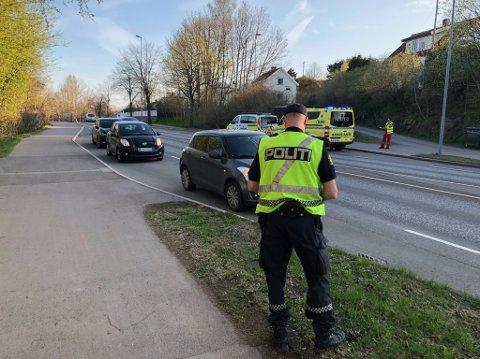 KOLLIDERTE: To biler kolliderte på Kirkeveien.