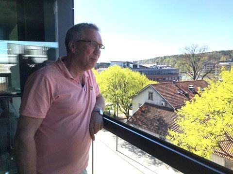 MIDT I BY'N: Åge Svein Vestby har nettopp flyttet inn i ny leilighet på Foyntaket. Han savner ikke hagen på Tolvsrød.