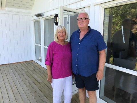 TRIST: Hyttebyggingen er blir et mareritt for ekteparet Jane Sundar og Knut Haug Sundar.