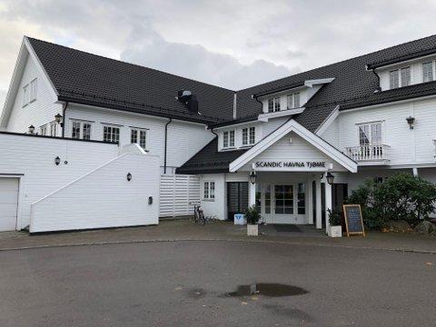 FIKK DATAKRÆSJ: To restaurantgjester Tønsbergs Blad har vært i kontakt med klager på maten og servicen ved Scandic Havna Tjøme. Hotelldirektøren legger seg flat.