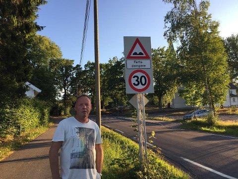 Veldig mange ser ikke skiltet, eller bryr seg ikke, sier Pål André Adelsten.