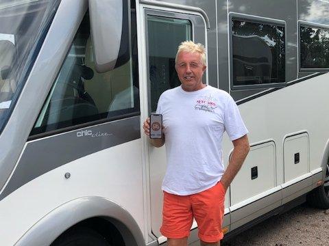 FINNER FRAM MED APP: Paal Hyttemoen byttet ut båten med bobil, og han har ikke angret på det. Nå finner han fram langs veiene ved hjelp av BobilAppen.