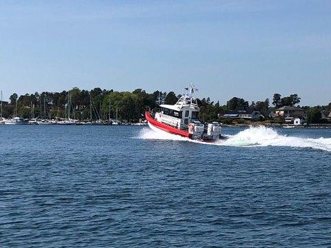 RYKKET UT: Her rykker Røde Kors-båten ut til det de trodde var båtbrann.