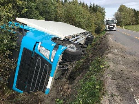 UNNAMANØVER: Lastebilsjåføren har forklart at han ville unngå en elg. Det gikk slik.