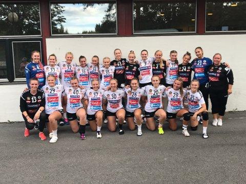 FORNØYDE: Flint J18 spilte seg til en tredje plass i sin pulje under kvalifiseringskampene til Lerøyserien, og er dermed videre til neste kvalifiseringsrunde.