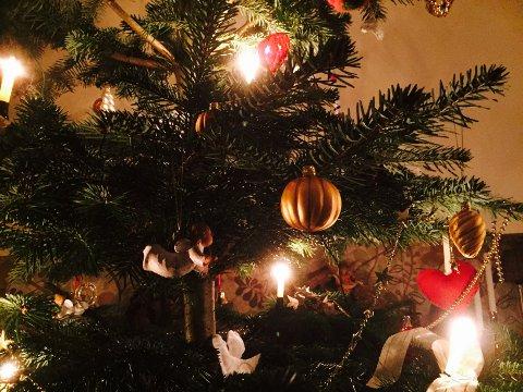 EN SISTE SVINGOM: Lørdag blir det gang rundt juletreet på Tønsberg Røde Kors sin årlige juletrefest for byens barn.