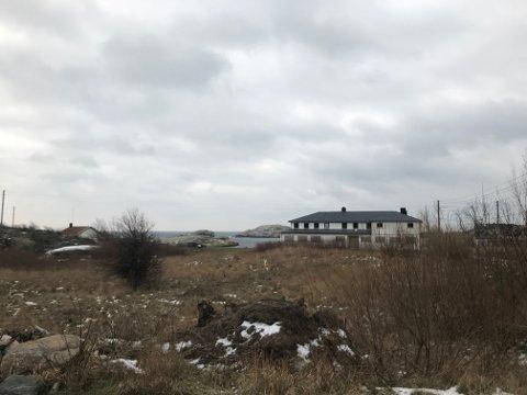 15 ÅR: Meningen har vært å rive det gamle, nedlagte pensjonatet og bygge et nytt feriesenter. Intet har skjedd.