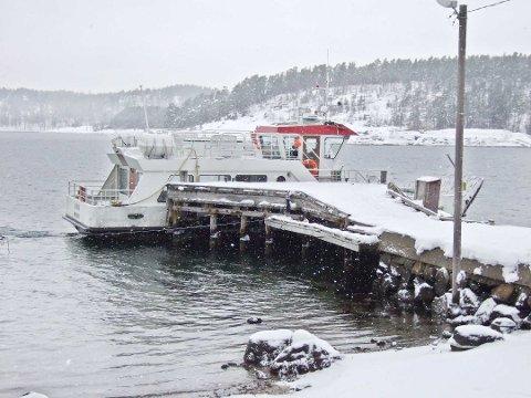 """VIKTIG: M/F """"Jutøya"""" er livsviktig for det lille lokalsamfunnet på Veierland. Nå håper øyfolket at den nye fylkeskommunen vil styrke fergetilbudet."""