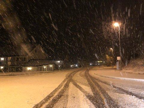Slik så det ut i Holmestrand mandag morgen.